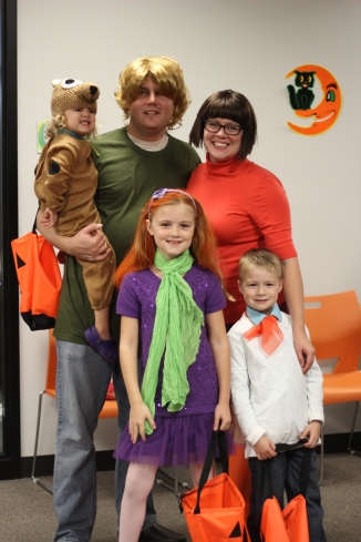 The Pimental Family dressed up as the cast of Scooby Doo