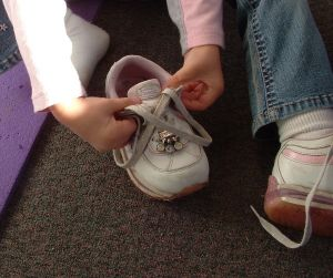 tying shoe