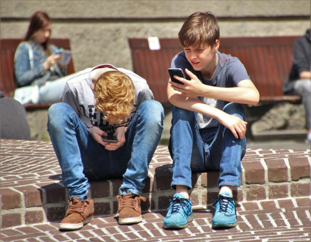 boys-cellphones-children-159395.jpg