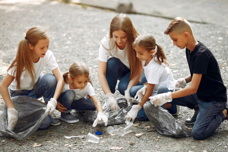 children-collects-garbage-in-garbage-bags-in-park-QPEU5S6.jpg